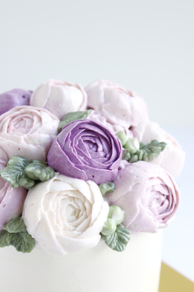 eatcakebemerry_purple_flower_buttercream_cake.png