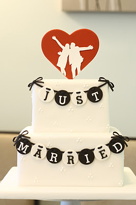 eatcakebemerry_justmarried_cake.jpg