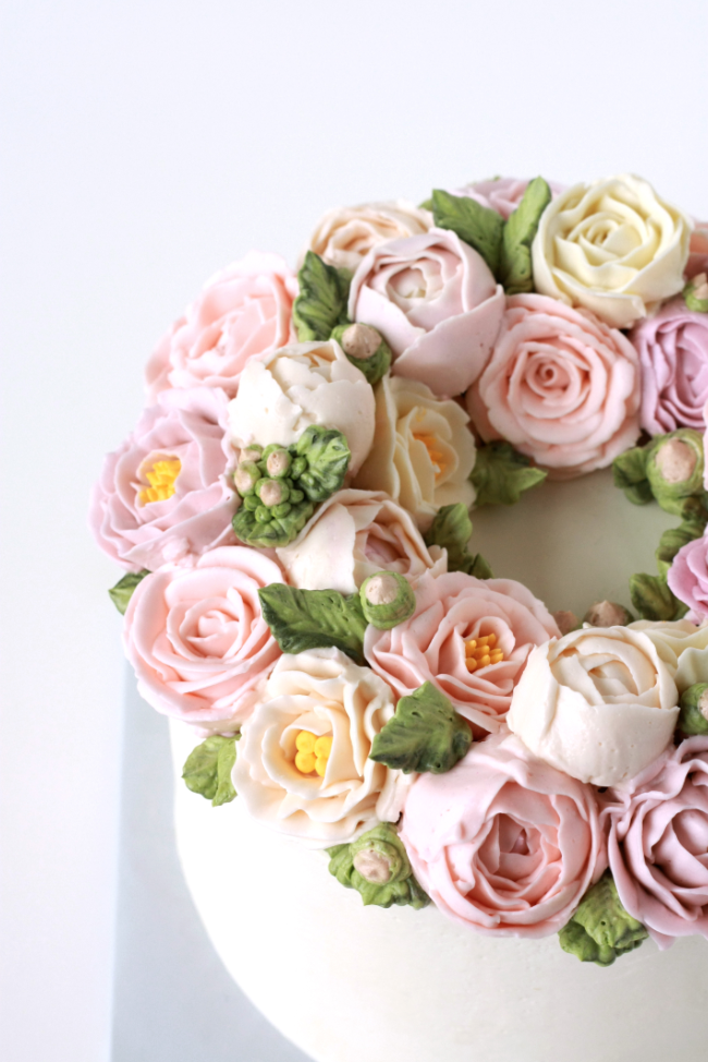 Buttercream garden rose flower cake