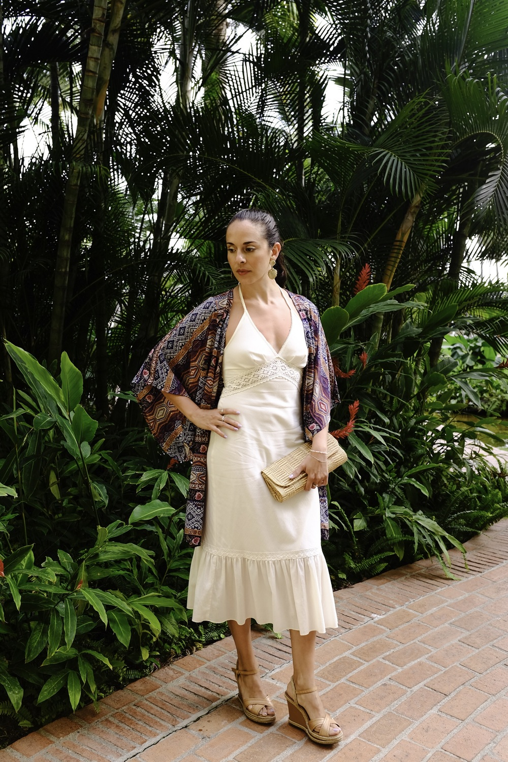 Express lacy hater dress with Arezzo nude wedges, and Forever 21 boho robe. Clutch and earrings from a small boutique in Brazil. Photography by Francisco Graciano.