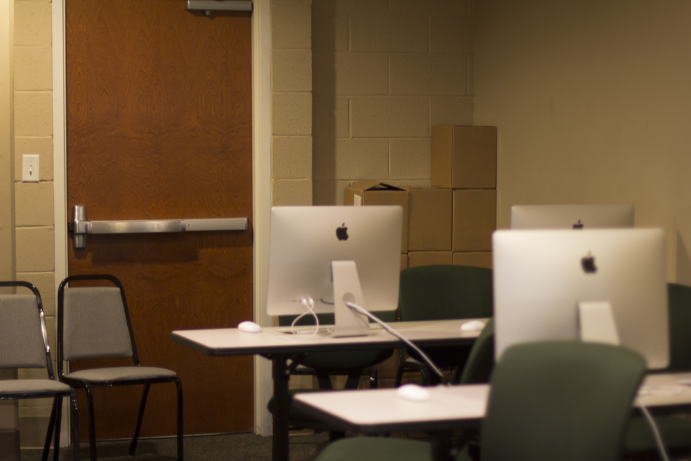 Did you know there is a back door to the mac lab in Mass Comm?