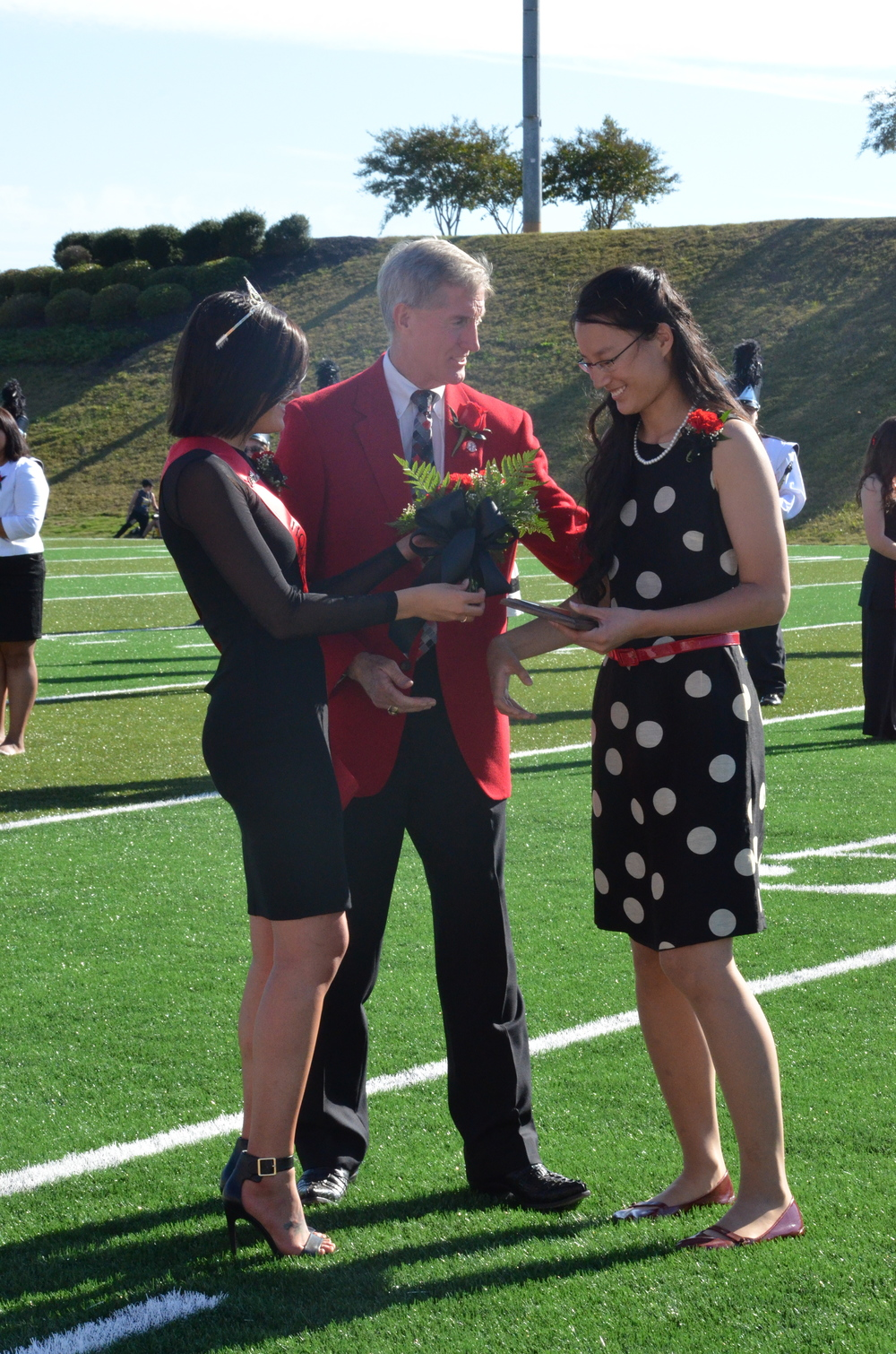 Sammi and Dr. Epting give Katy her award and flowers.