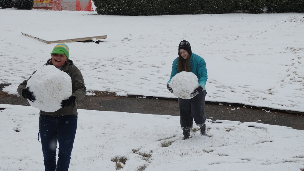 Photo by Alex Miller, Students prepare to assemble their snowman