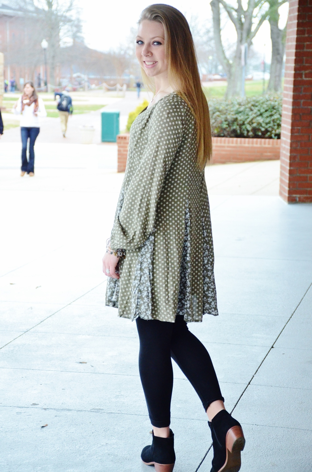 Jessi Varner knows how to stay fashionable in the winter with her long sleeved casual dress from Southern Charm along with the ankle high Jack Roger booties.
