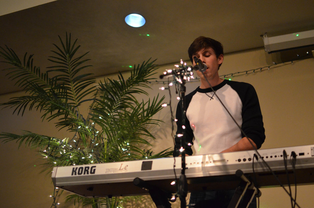 Quinn Varnado sings and plays the keyboard at coffeehouse.