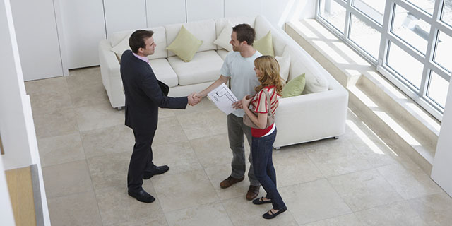 landlord and tenants handshake