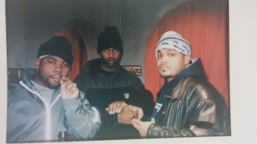 Kna-Lo Venge, Master Killer, Raekwon the chef. Uzi Pinky Ring video set.jpg
