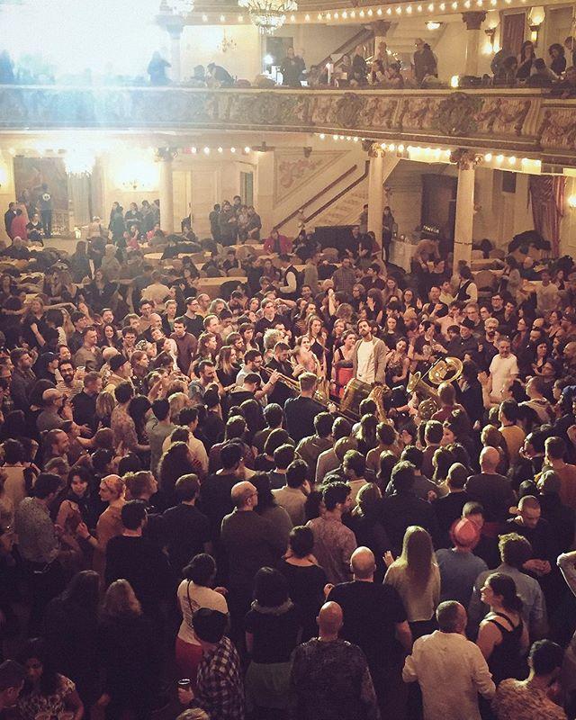 🥰🎉🎵🎺🎷🥁 @zugoldenfest thanks to @strong.j for the photo 📷! #GoldenFest #goldenfest2019 #sarmabrassband #balkanbrass #balkanbrassband #balkanmusic #macedonianmusic #serbianmusic #slaps #dancemusic #danceparty