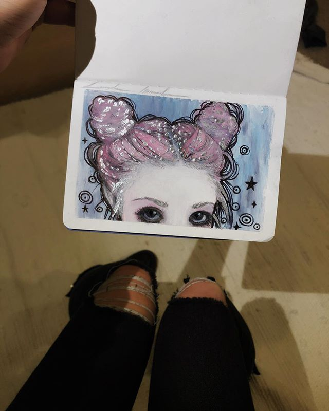 📌One of my art goals for 2019 is to fill two of my #mini #sketchbooks with little mixed media sketches between game work〰️, along with speed videos of the process. Starting off with this little #peekaboo #oilPastel and #Ink #mixedmedia ⭐️💕.
