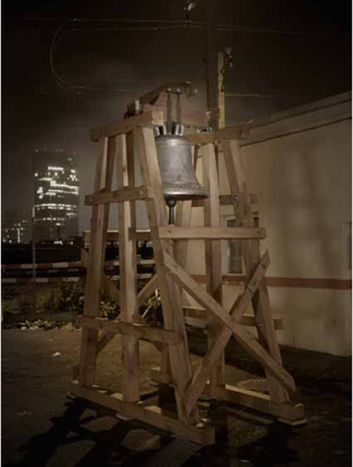 Bell of Reset   Bronze, Eisen, Eichenholz   300x180x110cm   2011