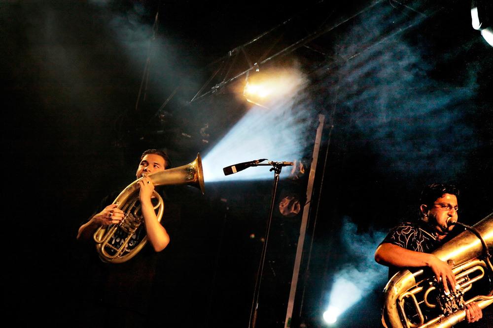 Le Koçani Orkestar en concert au Paléo Festival, Nyon, Suisse, le 18 juillet 2006.