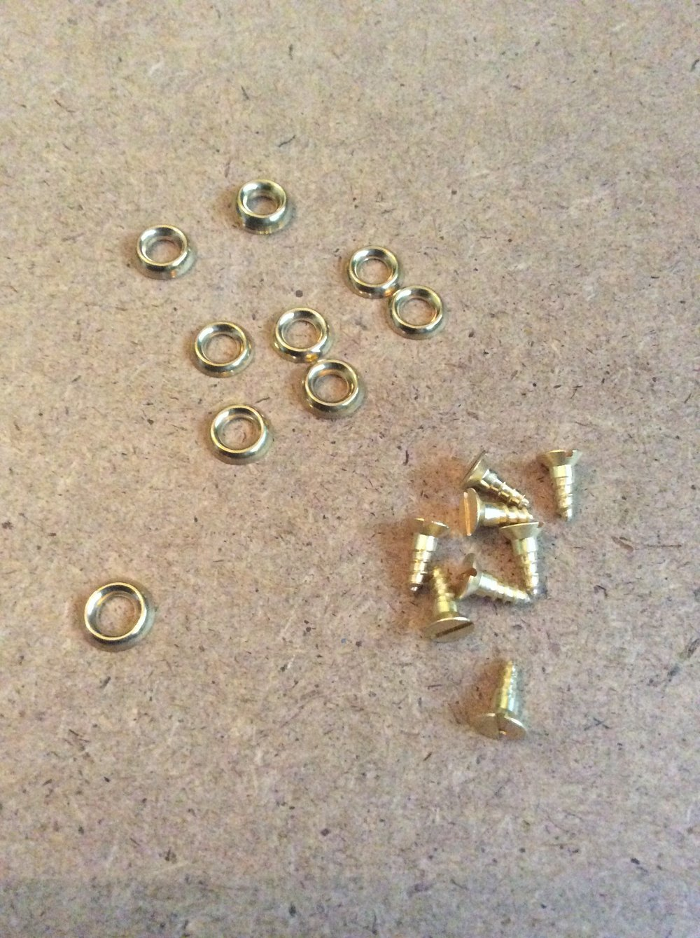 I have used size Number 8 here, but I think they are a bit big, so I'll be using Number 6 in the future. The size of the screws are half inch, which is just enough. Obviously check how far into the wood they will go as we don't want it to come out the other side, and puncture the painting!   Solid Brass Slotted Countersunk Head Wood Screws, No. 8 x 1/2 inch  and  SOLID BRASS CUP WASHERS SURFACE FINISHING COUNTERSUNK SCREWS, No. 8