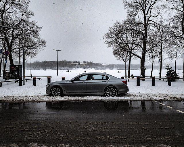 Happy snowy Monday @bavaria.germany #Bayern #Munich #bestplaces_togo #Chauffeur #Limousine #BMW #DaetzService #VisitBavaria #VisitBayern #München #City #Monday #insta #ChauffeurService #BMW7 #7er #7Series #bmw750ldxdrive