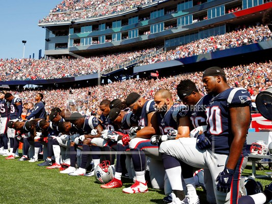 pATRIOTS TAKE KNEE_1506297232520_11229021_ver1.0.jpg
