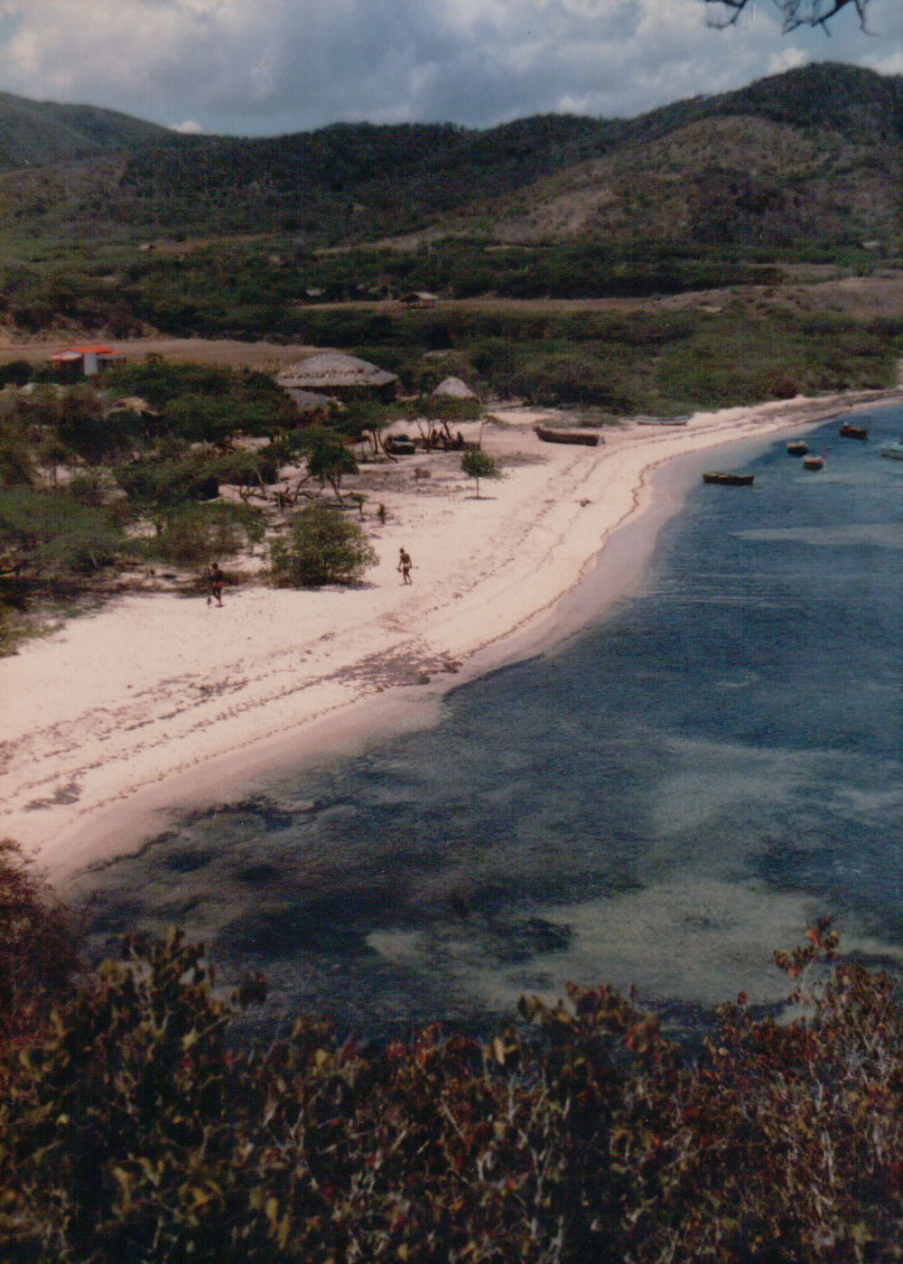 La costa de Buen Hombre, Dominican Republic, 1989  (Photography by Richard W. Stoffle)