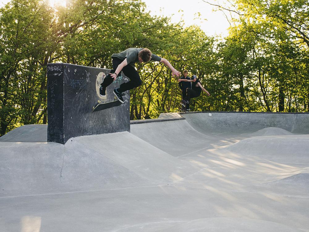 Martin Andersson - Kickflip wallride.  Foto: Martin Hallberg