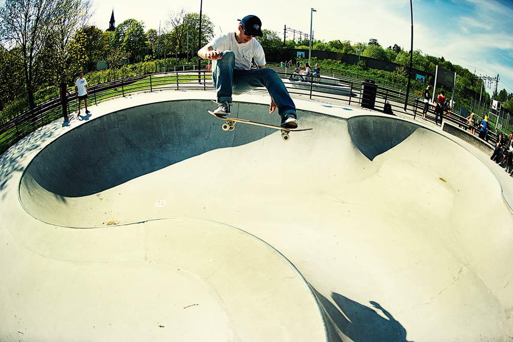 Donkey Pool Skatepark