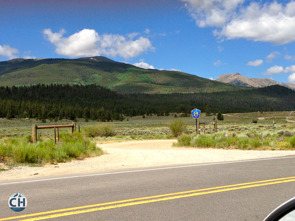 twin lakes trailhead turnoff
