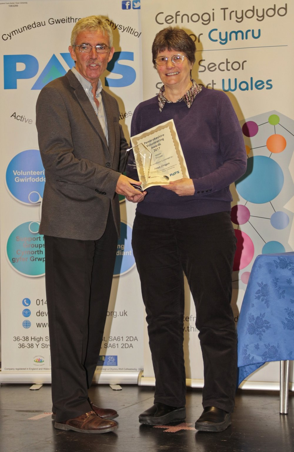 Janet Drogan receiving her award from Peter Davison, Chair of the Wales Council for Voluntary Action