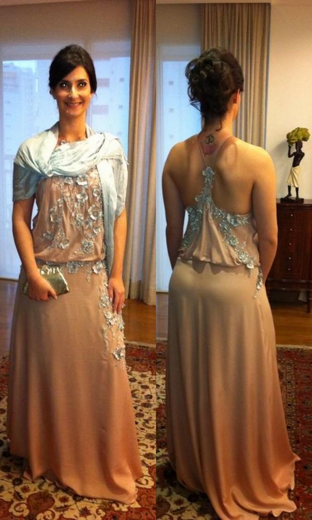 O vestido Dália de frente e de costas.