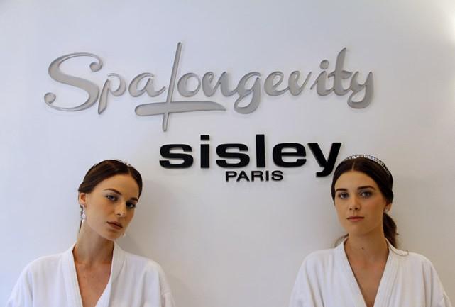 As noivas prontinhas para experimentar seus vestidos, no Spa Sisley - Foto: Carol Cairo/Bazaar