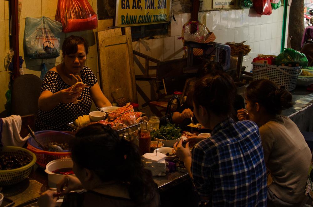 street-food-vendors-hanoi.jpg
