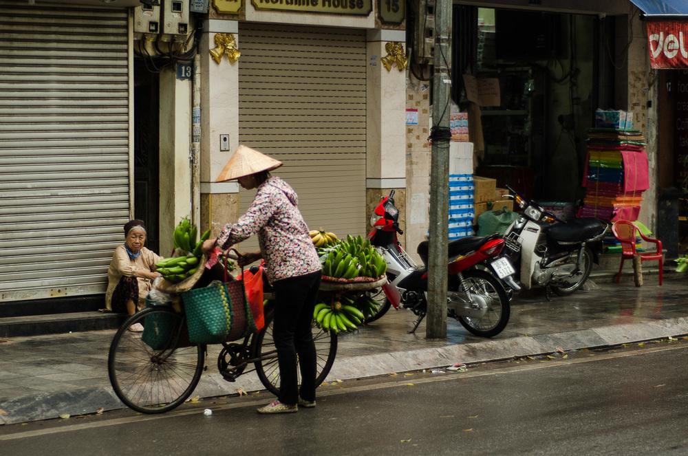 street-vendor-hanoi.jpg