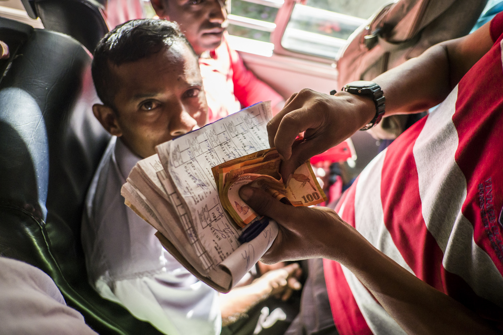 Sri Lanka buses - commuting cultures22.jpg