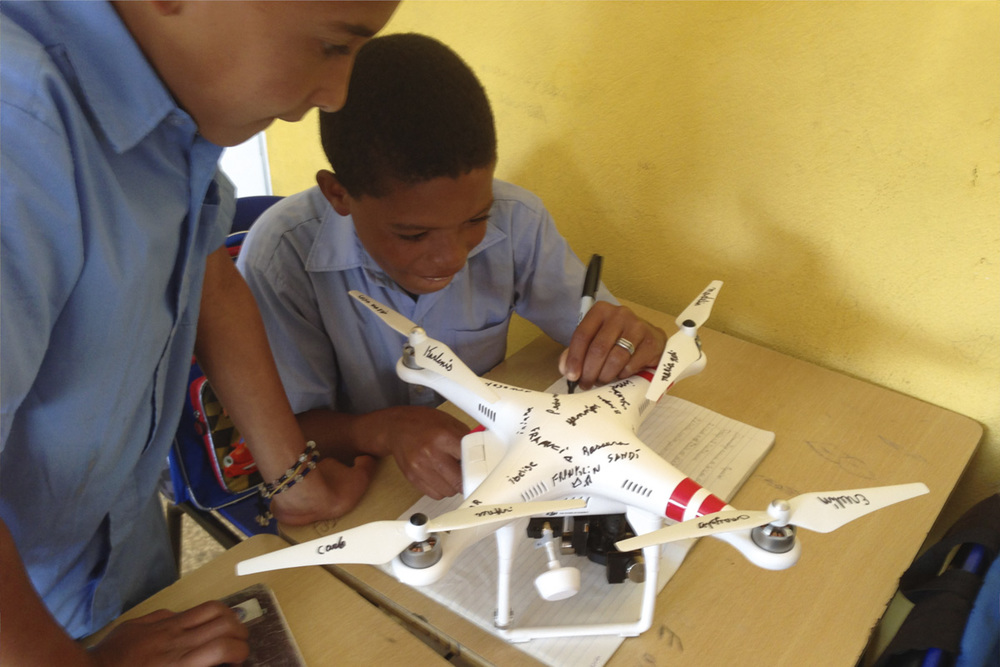 Cecaini school students sign the Flying Blanco ;