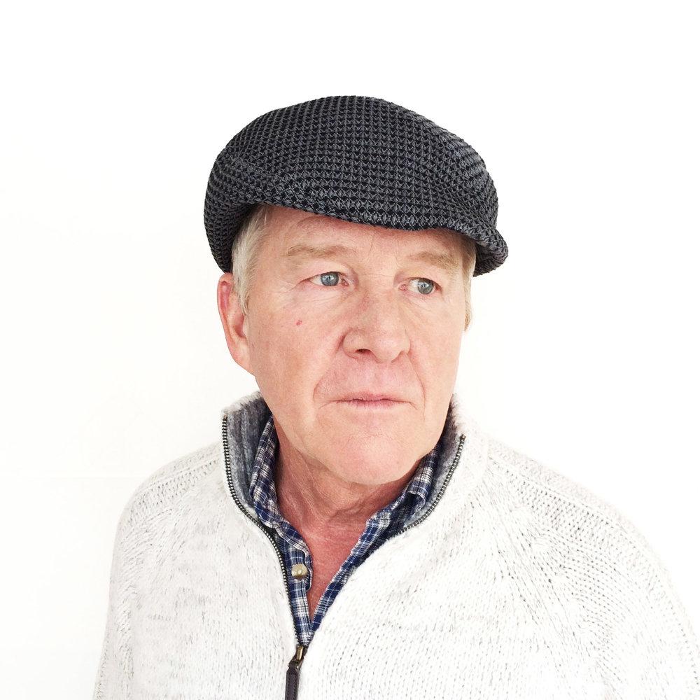 Eric wears 'Assa' beret-cap in organic cotton   buy online