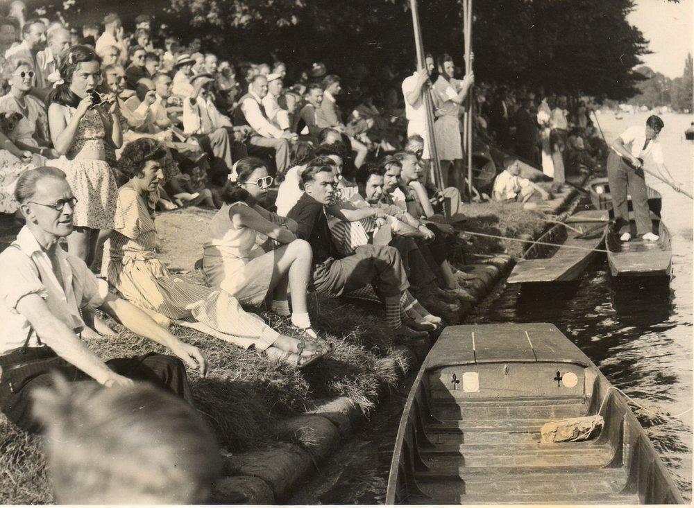 Crowd 1949.jpg