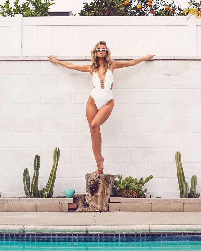 💥🔥⚡️🌵 @majaelmstrom  HMUA: @melissa.hurkman  Style: @emilyreyes  Assistant: @dsvst  Location : @thevalleycapri . . #taylorlewisphoto #laphotographer #model #swimwear #summer #babe