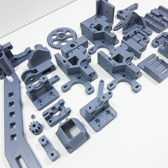 #3dprinting parts for a 3D printer. Full circle.