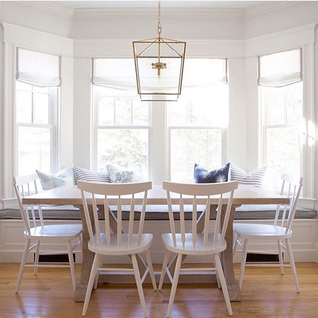 Her house is lovely and she's sweet as can be! My #followfriday goes to Meredith from @viewfrommyheels....isn't this the perfect breakfast nook? 💗💗💗
