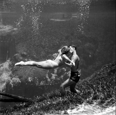 hollyhocksandtulips: Underwater kiss, 1950's