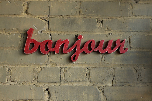 hunsonisgroovy: Bonjour Considering placing something like this on my front door. Hmmm.