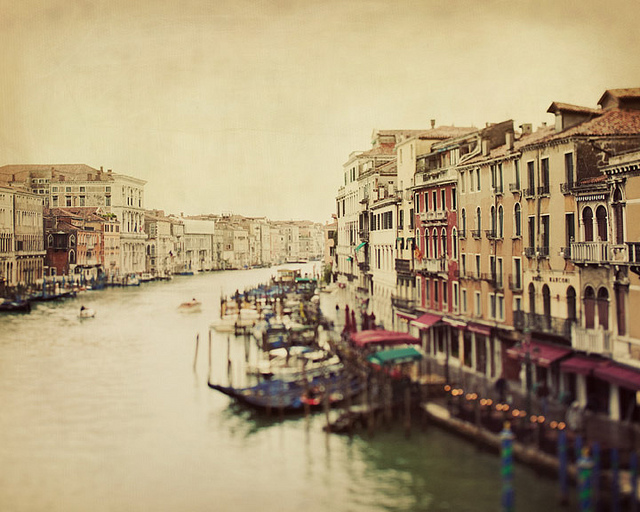 theworldwelivein: Meet me on the Rialto (by Irene Suchocki)