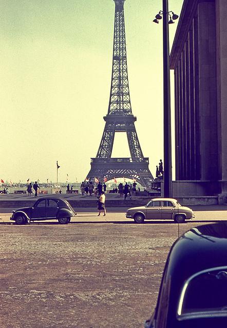 (via  fuckyeahprettyvintage )   Paris, Je t'aime :)