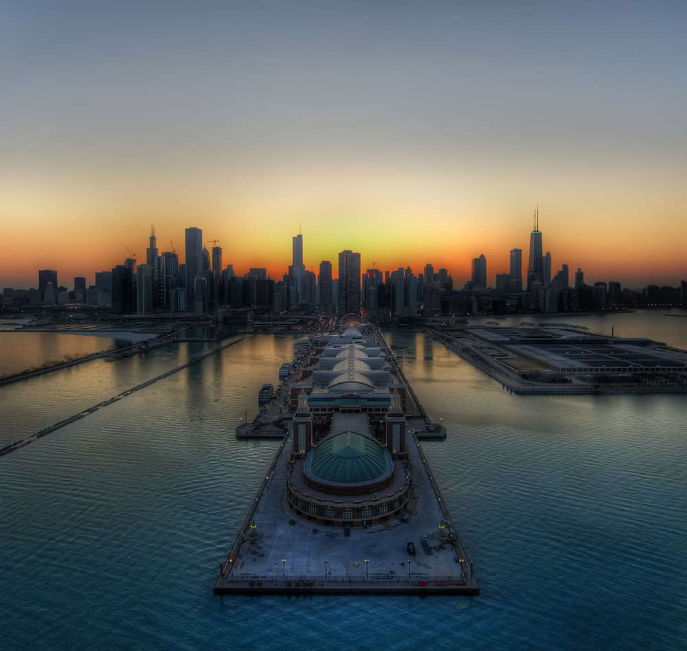 gatekeeper :      Navy Pier and Chicago skyline