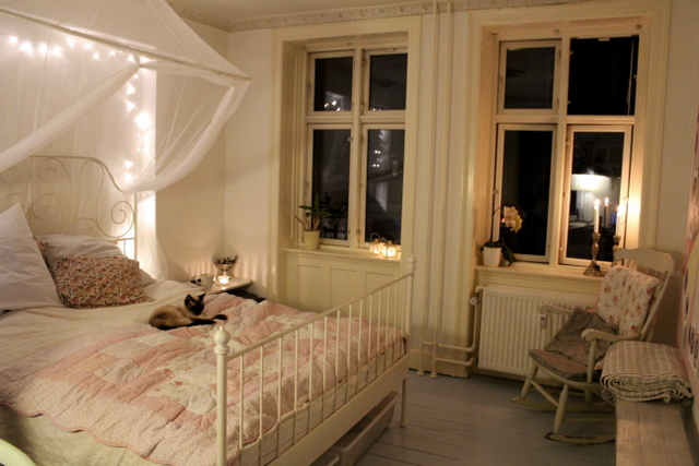sweethomestyle : Submitted by  amillionbabies :     Love those windows.