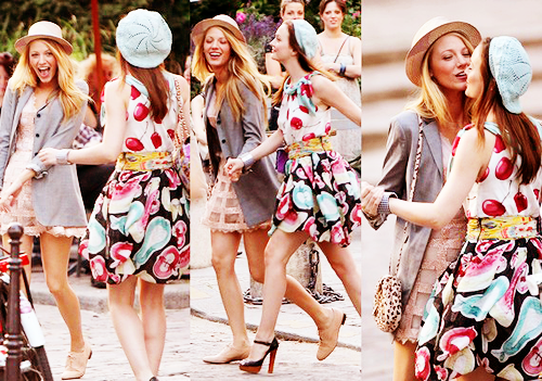 feelthis :      sundaystorms :      Blake Lively & Leighton Meester        I just wanted to say that Blake's outfit is absolutely fabulous. Except that purse.