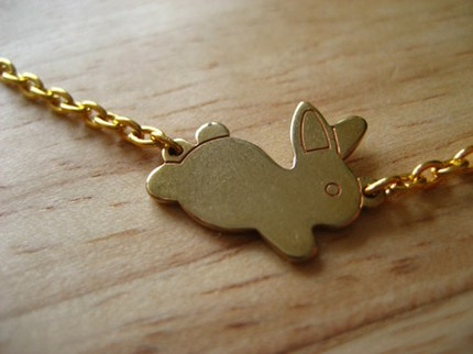 I've just found a blog, Element Nineteen. The girl makes some incredibly cute jewelry items; you should check them out. And she's doing a giveaway of this vintage bunny charm until May 27. It's amazing.