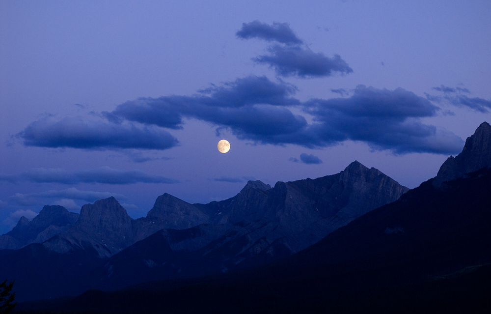 PS122 Full moon over mountains at dusk, .jpg