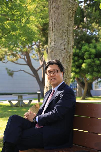 """▲ 박종환 엘리트 교육그룹 회장은 """"학교 성적이나 대학 입시도 중요하지만 무엇보다도 자신의 삶이 행복한 학생이 될 수 있도록 지도하는 것이 꿈""""이라고 강조했다."""