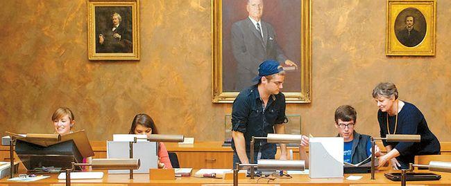 UC버클리와 견줄만한 대학으로 꼽히는 버지니아대 재학생들이 도서관에서 공부하고 있다. [UVA 웹사이트]