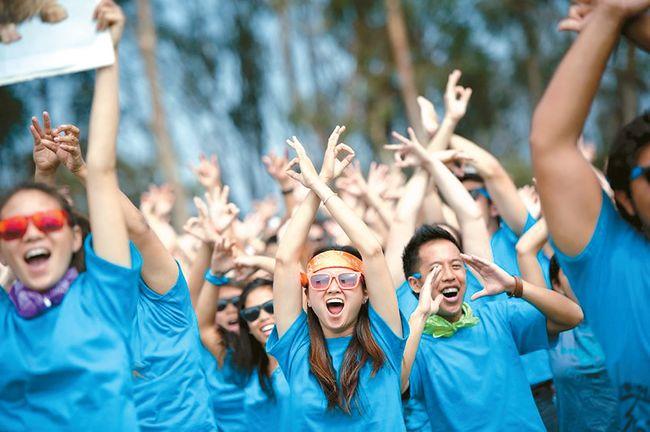 올해 UC 샌디에이고 식스스 대학에 입학한 신입생들이 오리엔테이션에서 환호하고 있다. [UCSD 웹사이트]