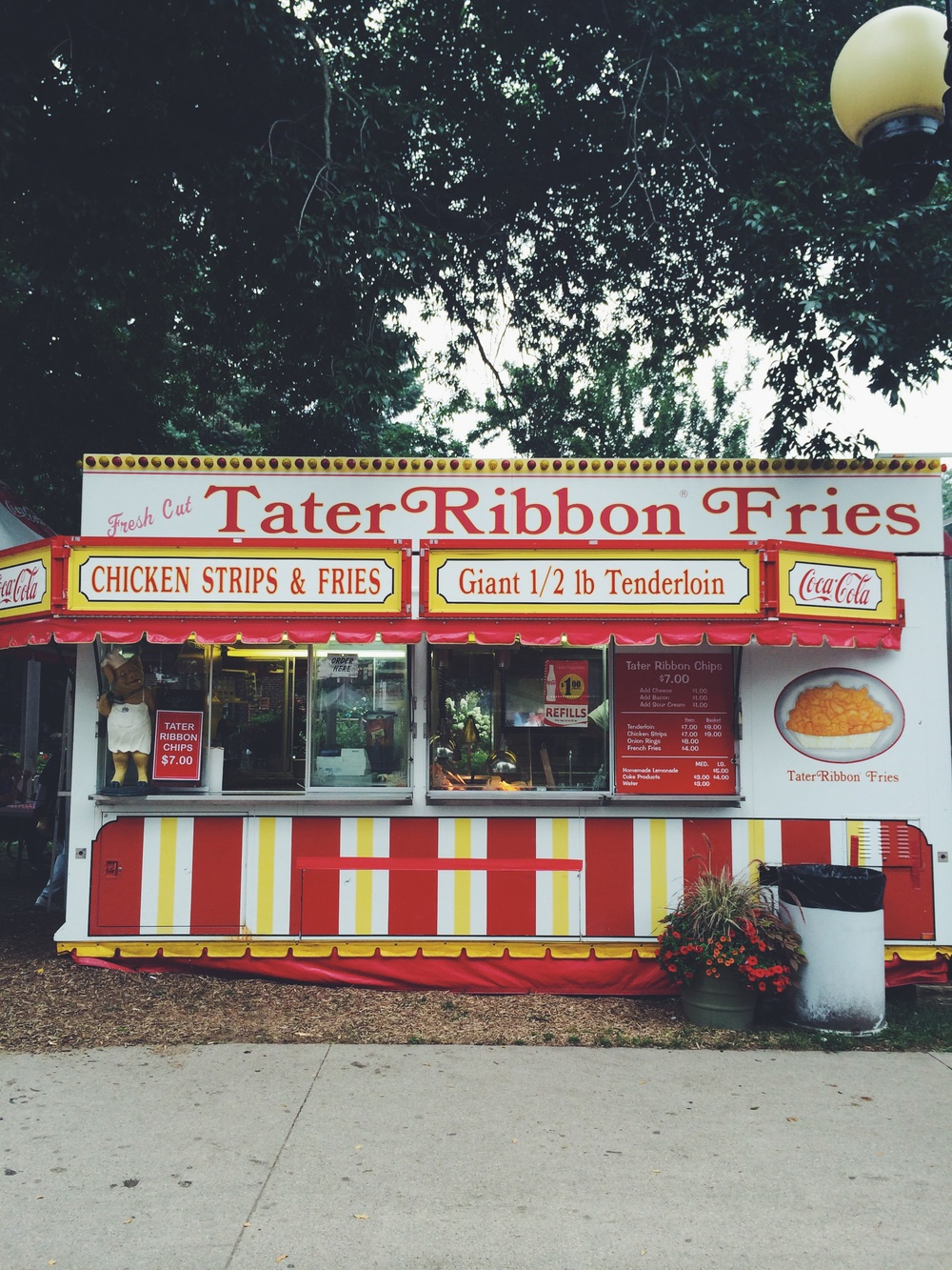 One of my favorite fair foods is the Tater Ribbon Fries with cheese ($8 for a huge plate, big enough to share).
