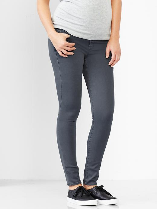 Gap soft jeans :  I have these in black ( worn here ), and they're amazing. It was really important for me to find a pair of pants that were similar to my favorite non-maternity jeans but that worked with my growing belly. These have the full belly panel, which I love, but it is a little snug.