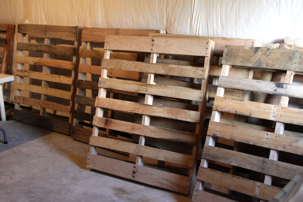 DIY Pallet Wall SNAPPY CASUAL