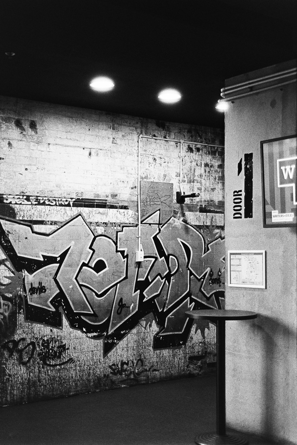 Graffiti on Kodak TRI-X looks so goooood.